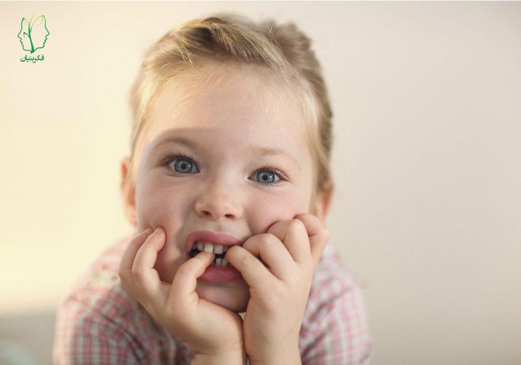 با ناخن جویدن کودک چه کنیم؟