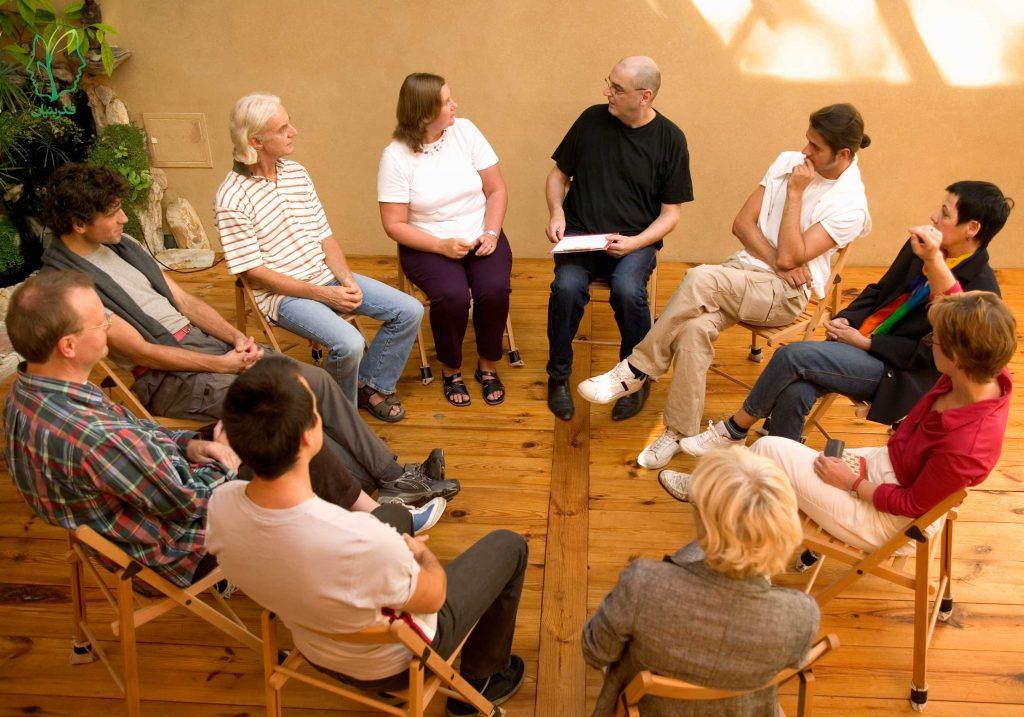 از 3 نظر گروه درمانی بهتر از درمان فردی است