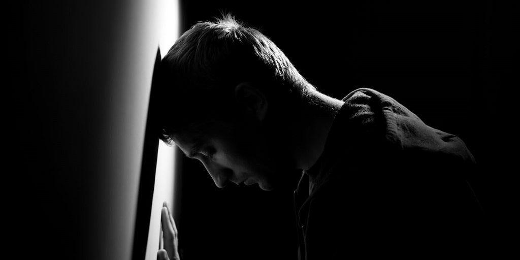 بی رمقی یکی از نشانه های اختلالات مرتبط با مواد استنشاقی
