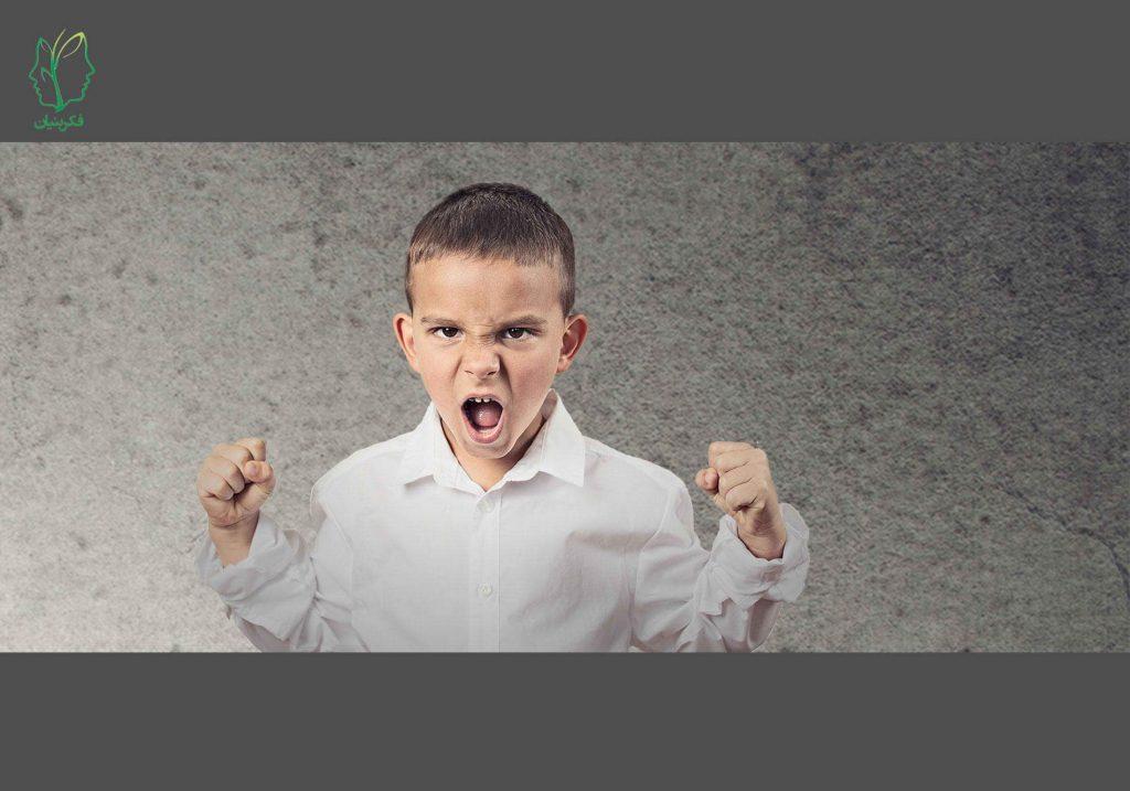لجبازی در کودکان: علائم و عوامل